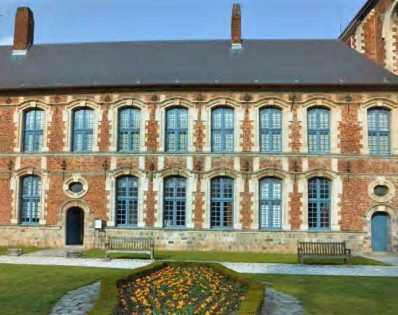 D couvrez l 39 h tel 4 toiles ancien hospice de douai for Piscine des glacis douai